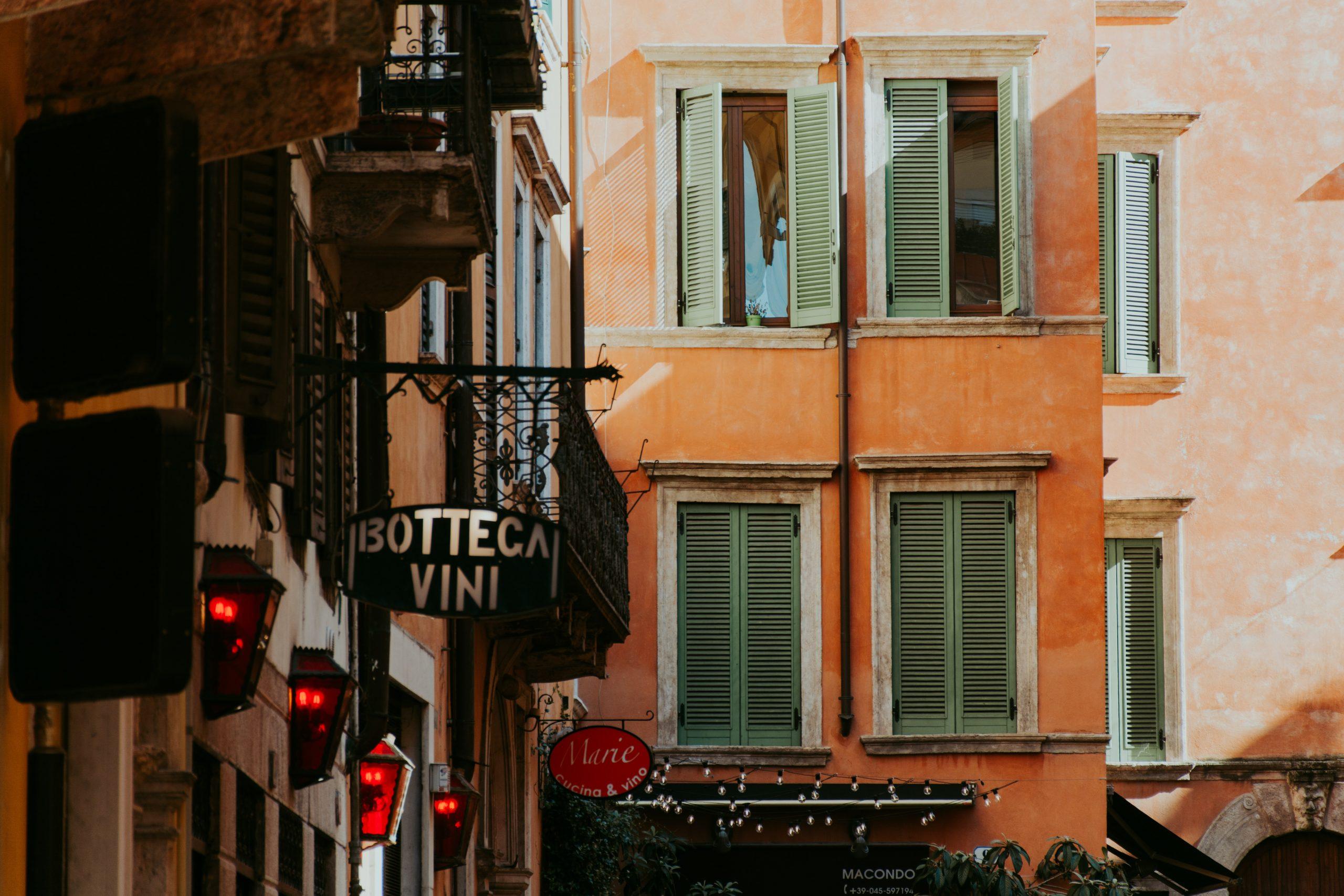 How to speak politely in Italian: TU/LEI